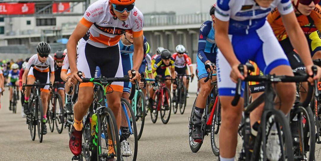 Start der Altersklasse U15 beim 77. Sachsenring Radrennen